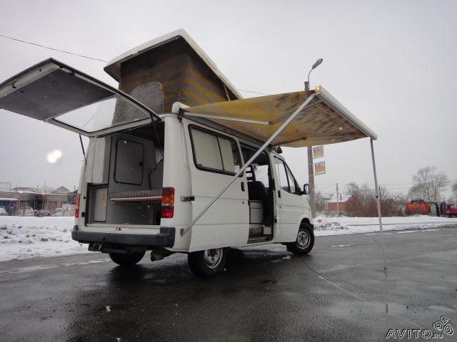 """Ford Transit 1985 года, судя по фото """"бороздит"""" где-то на просторах России"""