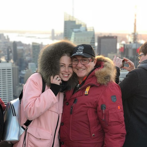 Дмитрий Дибров : Девушку брать надо со школьной скамьи, пока она чистая
