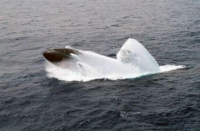 всплытие подводной лодки из подольда видео