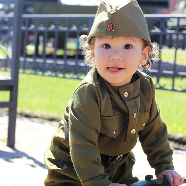 Дети в День Победы: подборка позитивных фото малышей в военной форме