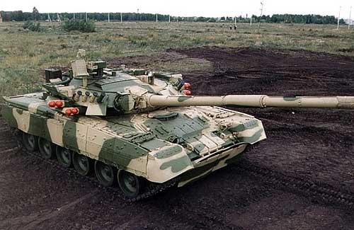 Комплекс «Рефлекс» с наведением ракет по лазерному лучу позволяет запускать их на любых скоростях танка