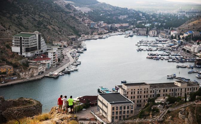 Два моста и Украина убили интерес россиян к Крыму