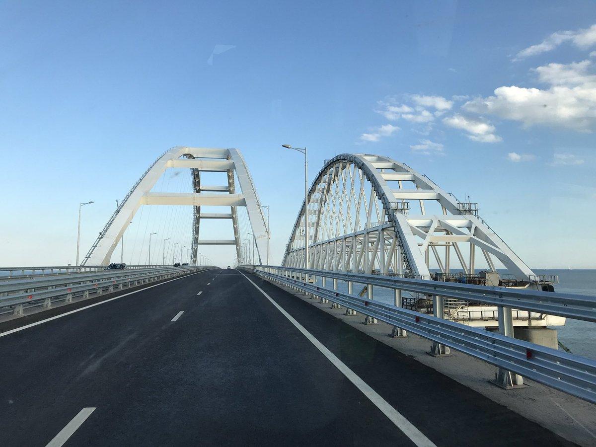 Движение по Крымскому мосту …