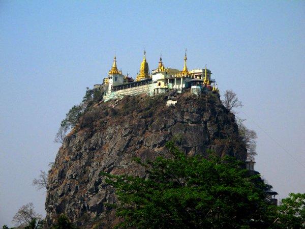 Пять самых недоступных монастырей мира (26 фото)
