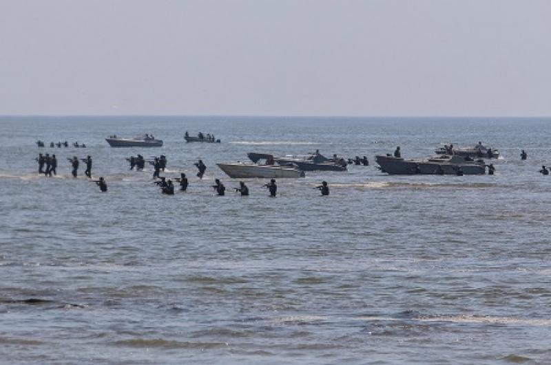 На Украине пугают высадкой российского десанта на азовском побережье