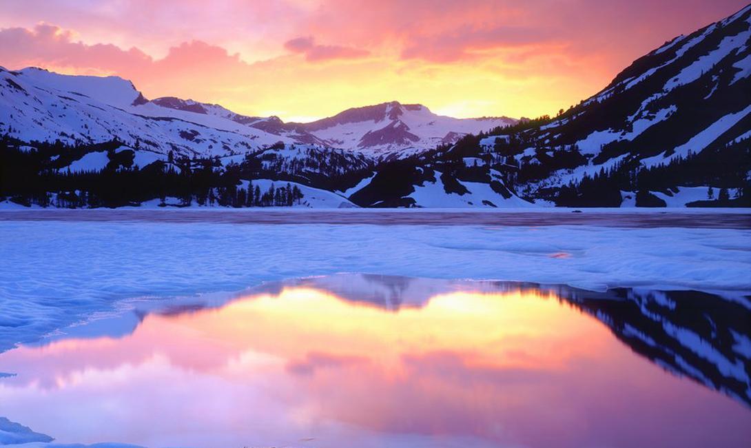 Озеро Эллери Калифорния Чистая вода озера Эллери, альпийские пейзажи и близость к национальному парку Йосемити сделали этот водоем очень популярным местом для кемпинга и рыбалки.