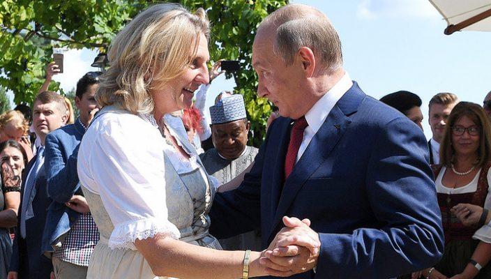 Месть за приглашение Путина …