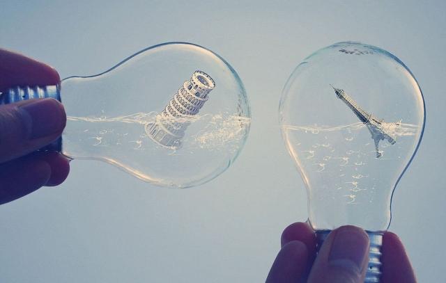 Иллюзорные миры внутри лампочки