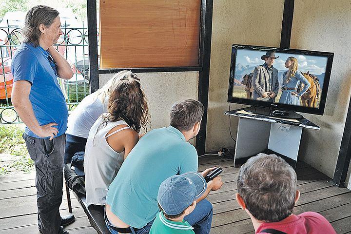 Депутат предложил запретить показывать на российском телевидении дублированные фильмы