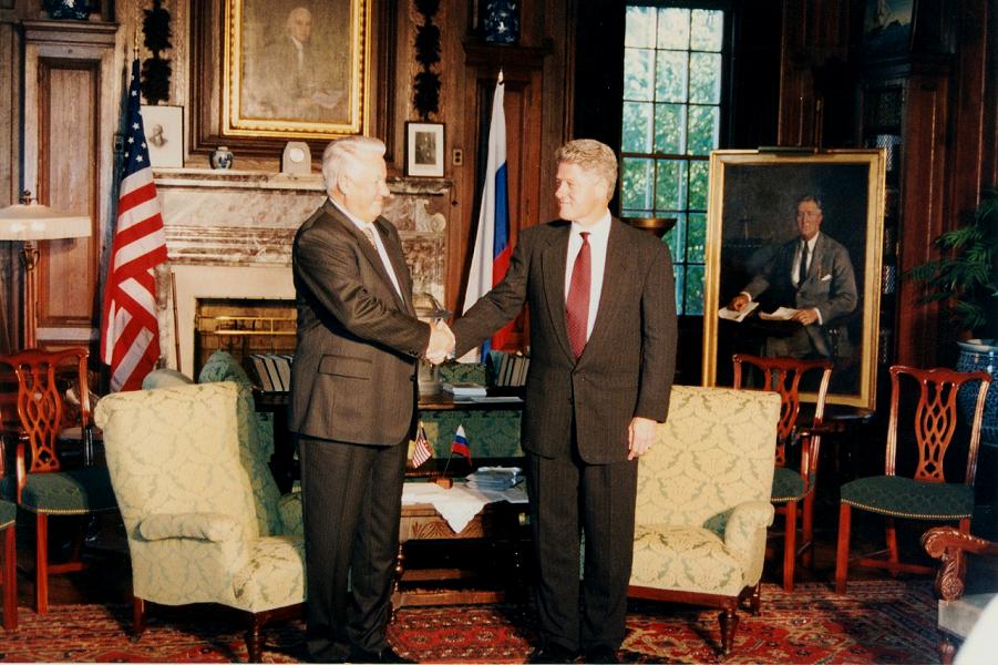 Ельцин хотел получить Европу. Клинтон не отдал. Теперь вопросом занимается Путин