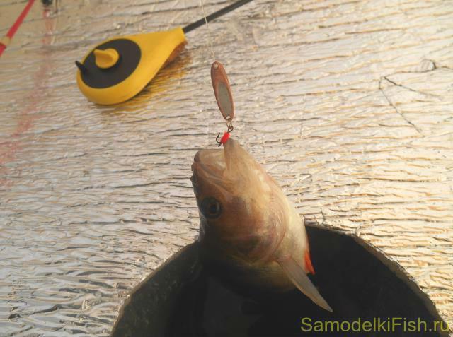 ловля окуня на вертушки видео проводка