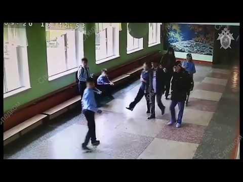 Избиение школьника отцом другого ученика в Челябинске попало на видео