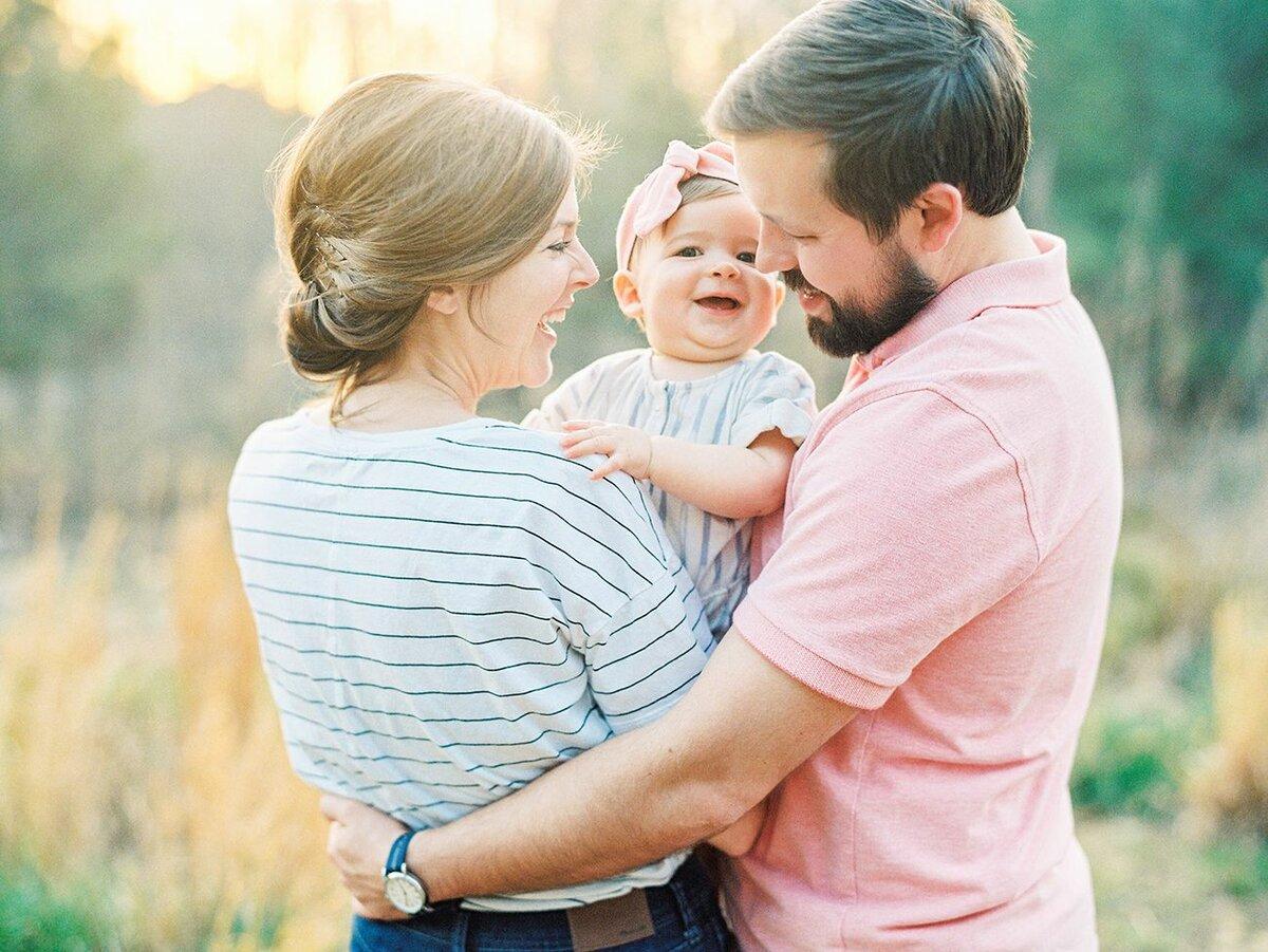 В соответствии  частью 2 статьи 38 Конституцией РФ, Забота о детях, их воспитание - равное право и обязанность родителей