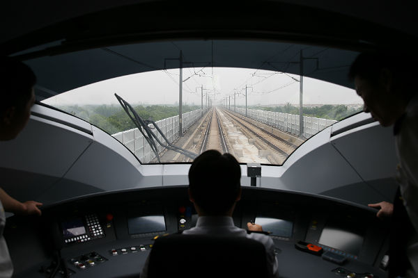 Между Пекином и Шанхаем поехал новый скоростной поезд