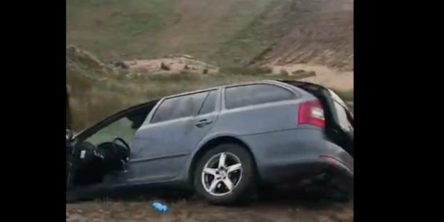 Авто съехало в канаву с водой в Ленобласти: женщина-пассажир захлебнулась