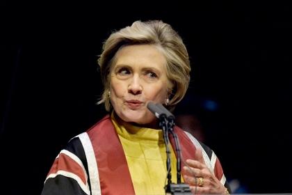 Путин, прекрати! Неуклюжая Клинтон упала на ступенях и получила перелом в ванной в один день