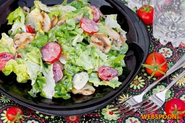 Салат с шампиньонами-гриль и помидорами черри