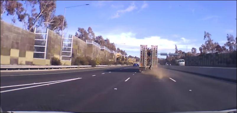 Взрыв колеса у грузовика