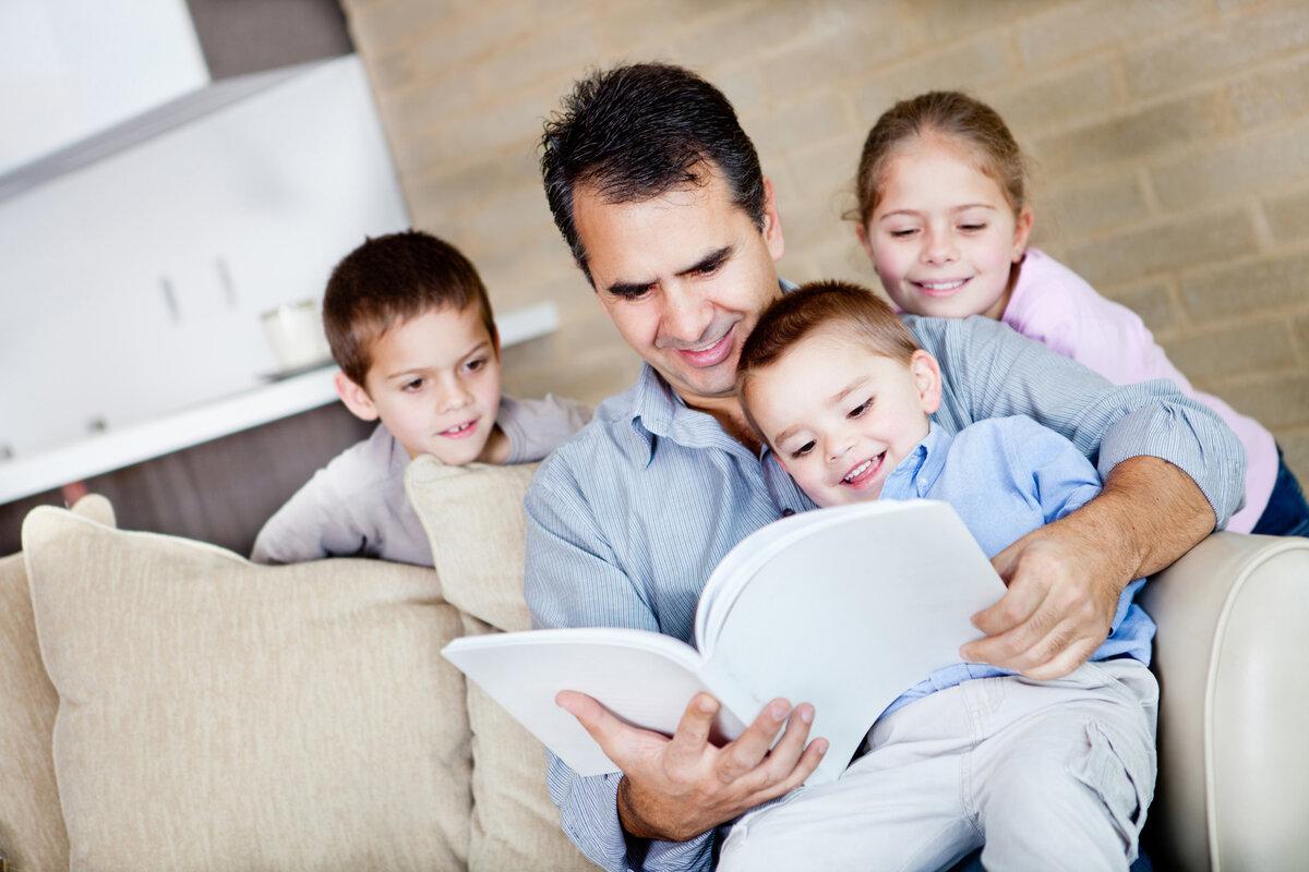 Отцы имеют преимущественное право, наравне с матерью, на обучение и воспитание своих детей перед всеми другими лицами