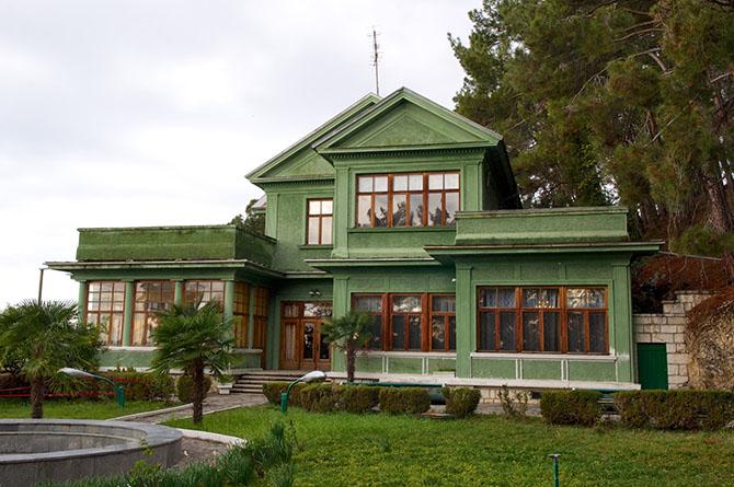 ekskursiya-po-gosudarstvennoj-dache-stalina-v-abxazii