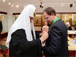 Патриарх наградил Мединского орденом за Соловки
