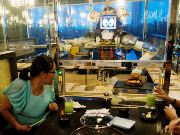 Ресторан с роботами в Таиланде.