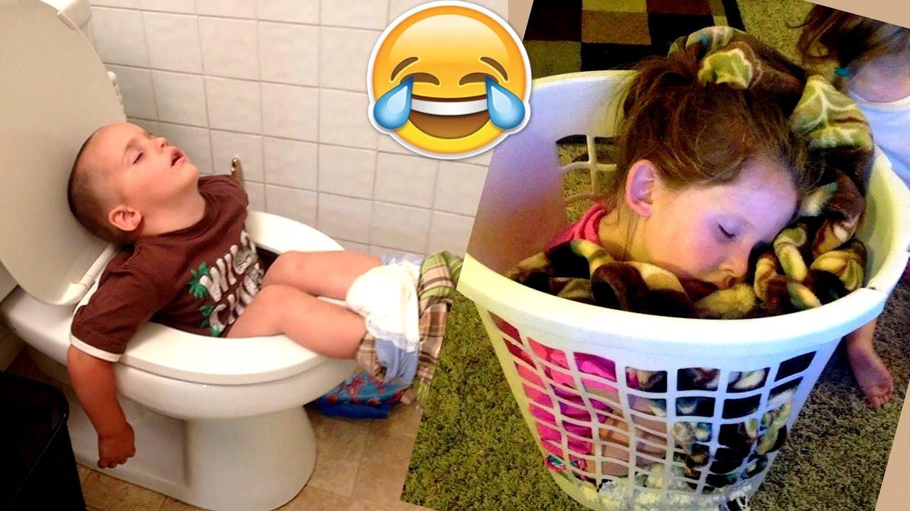 Дети могут уснуть где-угодно: забавное видео для позитива на весь день!