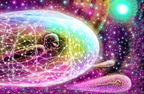 http://thetahealing.com.ua/ Гуляйте каждый день 10−30 минут. Пока гуляете, улыбайтесь. Проводите в тишине как минимум 10 минут в день. Спите 7 часов. Живите тремя «Э»: Энергия, Энтузиазм, Эмпатия. Больше играйте в игры. Читайте больше книг. Выделите время на йогу, медитацию, молитву, так как они возобновляют энергию. Проводите время с людьми старше 70 и младше 6. Больше мечтайте. Ешьте больше продуктов, которые растут на деревьях, и меньше продуктов, производимых на заводах. Пейте много воды. Заставьте улыбнуться как минимум трех человек в день. Не тратьте свою драгоценную энергию на сплетни. Забудьте проблемы прошлого. Не напоминайте родным и друзьям прошлые ссоры, это помешает вашему счастью в настоящем. Выбросите из головы негативные мысли и посмотрите на положительные стороны. Поймите, что жизнь — это школа, и вы пришли сюда, чтобы учиться. Проблемы — это часть школьной программы, которые закончатся, как урок математики, а усвоенные знания останутся навсегда. Ешьте завтрак сами, обедом поделитесь с другом, а ужин отдавайте врагу. Больше смейтесь и улыбайтесь. Жизнь слишком коротка, чтобы тратить время на ненависть. Не надо никого ненавидеть. Не воспринимайте себя так серьезно. Никто другой не воспринимает. Вам нет необходимости выигрывать каждый спор. Научитесь признавать, что вы неправы. Помиритесь со своим прошлым, чтобы оно не портило настоящее. Не сравнивайте свою жизнь с жизнью других. Вы ничего не знаете о ней. Не сравнивайте ни с кем своих любимых. Никто не позаботится о вашем счастье кроме вас. Научитесь прощать. Что другие люди думают о вас — не ваше дело. Помните, какой бы хорошей или плохой ситуация ни была, она изменится. Ваша работа не позаботится о вас, если вы заболеете. Друзья позаботятся. Не пропадайте! Избавьтесь от всего, что бесполезно, некрасиво или не радует. Зависть — пустая трата времени. У вас и так уже есть все, что вам нужно, или будет в скором будущем. Лучшее — впереди. Не важно, как вы себя чувствуете — вставайте, одевайтесь, общайте