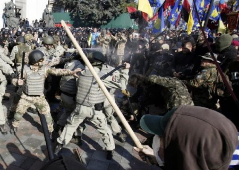 В Киеве радикалы подрались с полицией