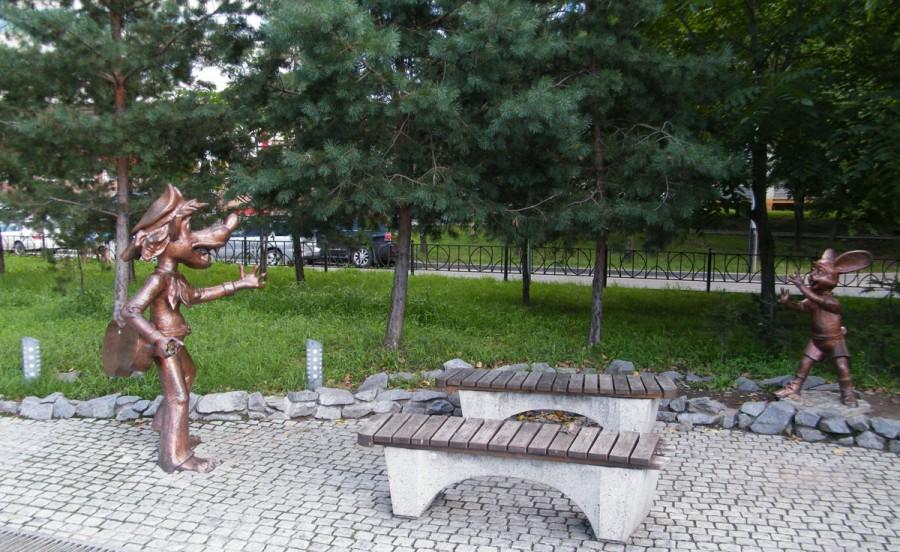 212 памятник ну погоди в Хабаровске
