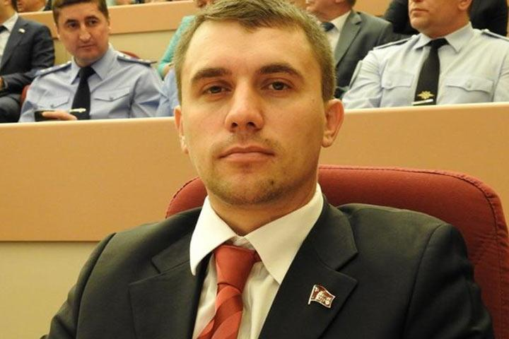 """Коммуниста Бондаренко вызвали на допрос из-за критики """"пенсионной реформы"""""""