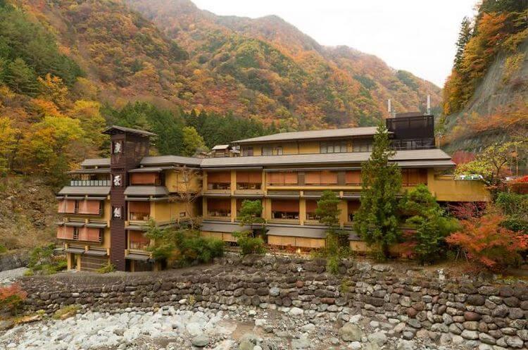Фото самого старого отеля в мире. Вид внутри и снаружи