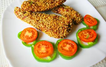 Отличная закуска - куриное филе в панировке из кунжута