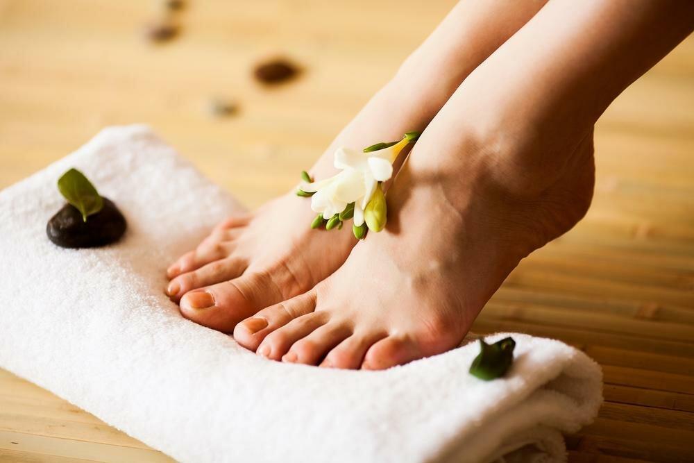 Побалуйте ножки массажем и лёгкой разминкой