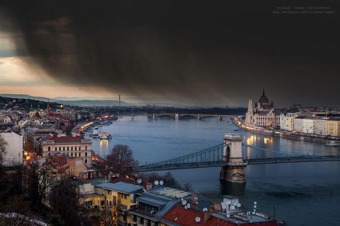 Гроза над Дунаем. Автор фото: Tamas Rizsavi.