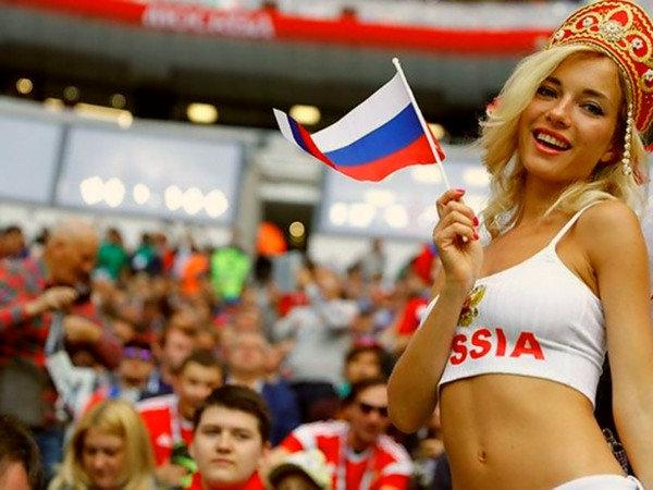 «Поклонницы футбола в России…