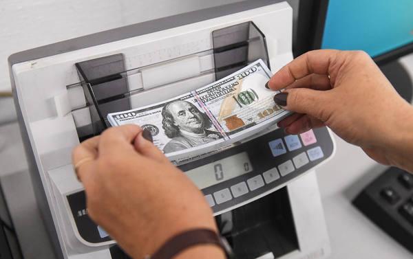 Спасти доллары. Ослабление валютного контроля поможет пережить санкции