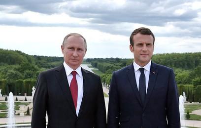 Путин поздравил Макрона с Днем взятия Бастилии