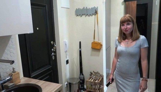 Ольга хозяйка и идейный вдохновитель превращения коридора в кухню Фото samodelkinoinfo