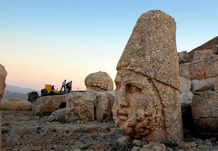 Турецкие достопримечательности: каменные головы на горе Немрут-Даг