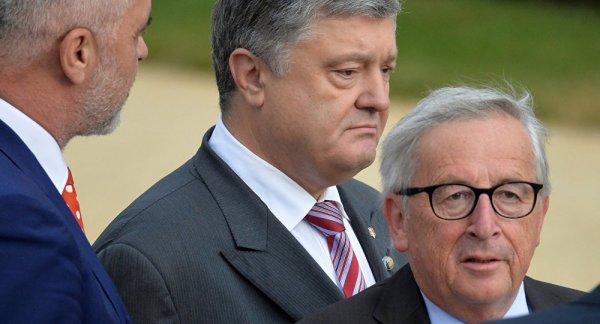 Главное меру соблюсти: пьяный Юнкер чуть не упал на Порошенко на саммите на НАТО