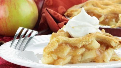 Шарлотка с яблоками на сметане.