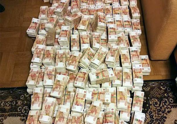 Полмиллиарда были найдены в холодильнике скромного бухгалтера Наташи