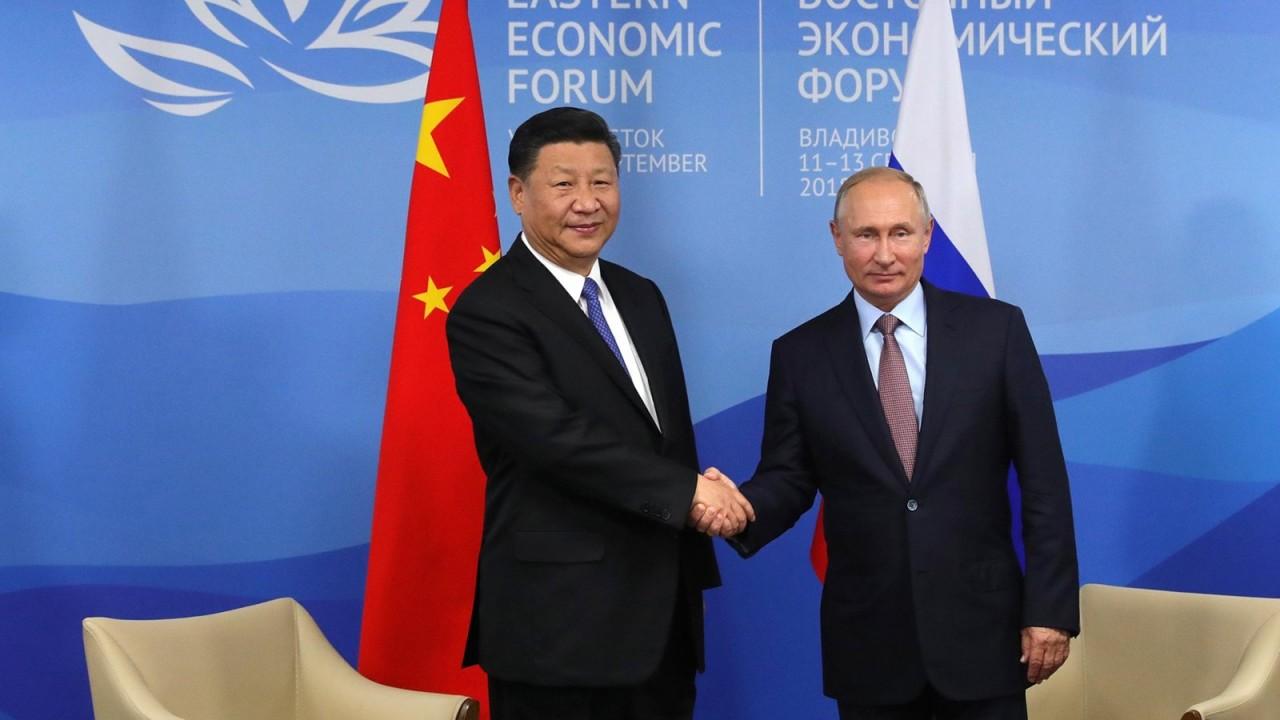 Путин угостил Си Цзиньпина рюмкой водки и блинами