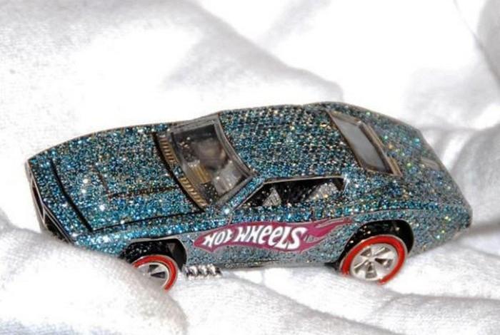Алмазный автомобиль Hot Wheels.