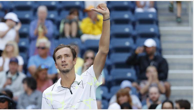 NYT: российский теннисист Медведев разозлил американских болельщиков