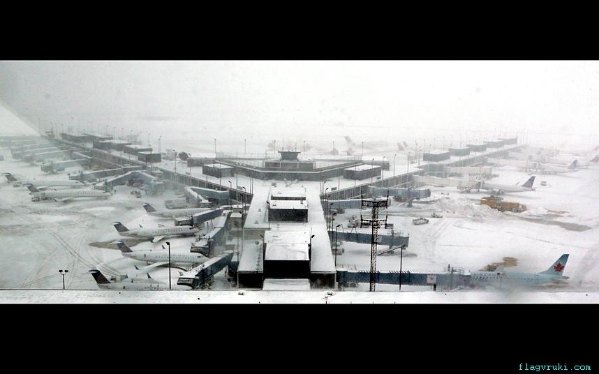Снежная буря продолжает путешествовать по территории США.