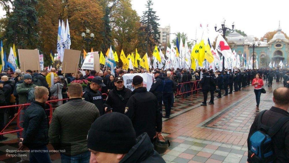 Саакашвили призвал киевлян требовать немедленной отставки Порошенко