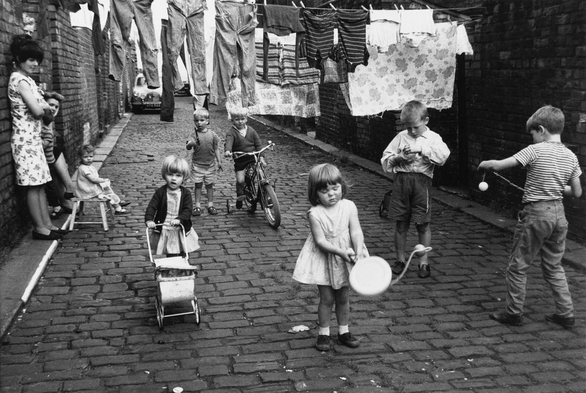 Обаяние трущоб Манчестера в фотографиях Ширли Бейкер 1960-х годов 6