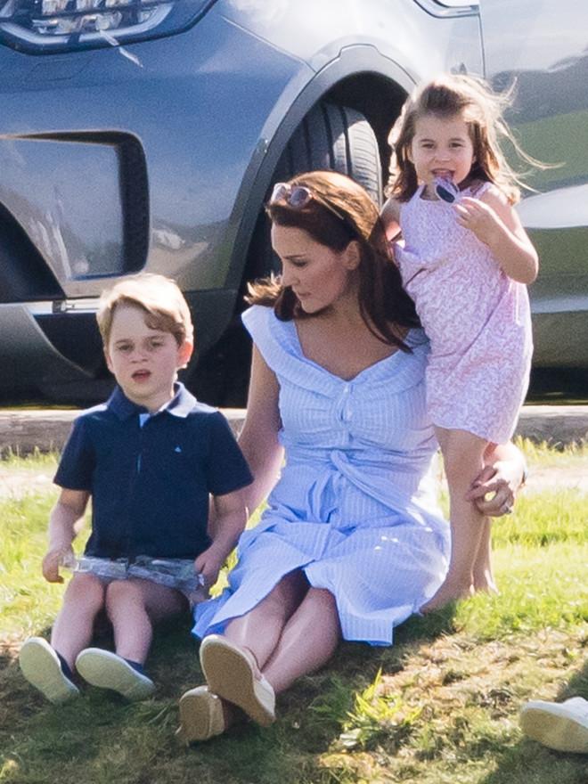 Как Кейт Миддлтон учит своих детей правилам этикета? (фото 5)